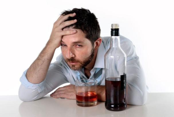 Uống rượu bia bị đau đầu