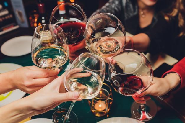 Uống rượu trong mùa dịch COVID-19