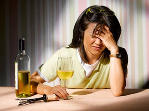 Cách chữa đau đầu sau khi uống rượu hiệu quả, đơn giản tại nhà
